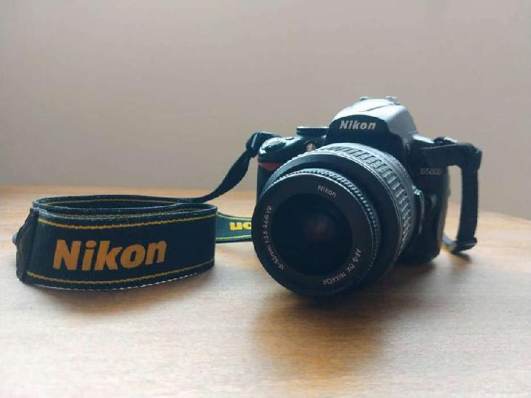 Nikon D5000 + Lente 18-55 + Bolso + Flash (9800 Disparos)