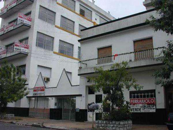 Villa luro - oportunidad!! dpto tipo ph con patio!!