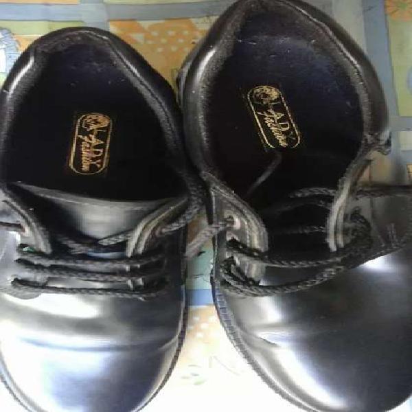 Zapatos cuero sintetico num 40 suela de goma