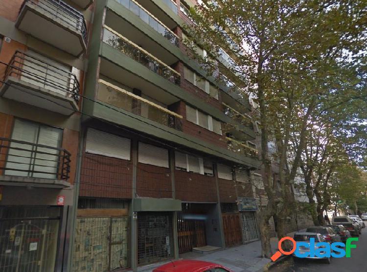 Departamento 3 ambientes. balcón. lavadero. zona plaza colon.