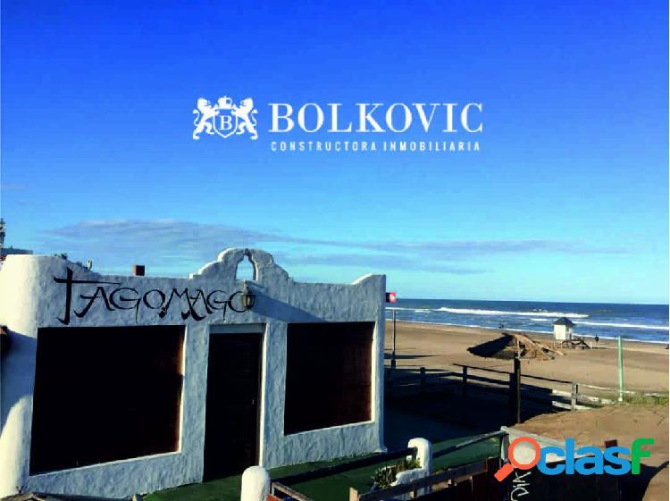 Espectacular lote sobre el mar multifamiliar-comercial -hotelero, unico !!!!!
