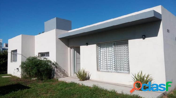 """Casa de 2 dormitorios con piscina en """"las acequias"""""""