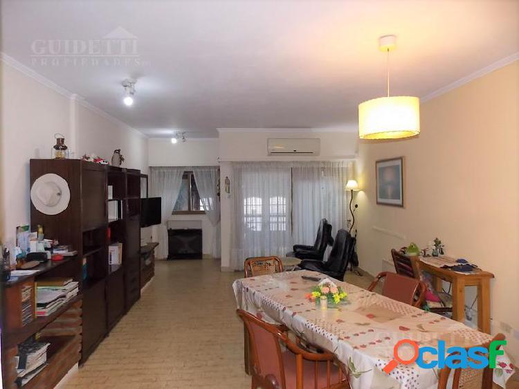 Venta Casa 4 ambientes con Jardín, quincho, jacuzzi y cochera - Nuñez 1