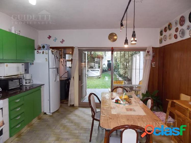 Venta Casa 4 ambientes con Jardín, quincho, jacuzzi y cochera - Nuñez 3