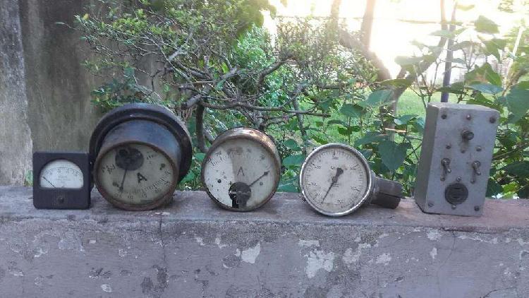 Antiguos relojes y medidores