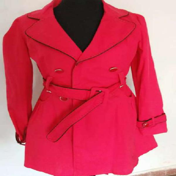 Chaqueta trench color rojo.talle m
