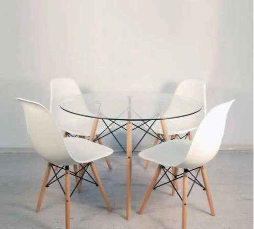 Mesa eames red.100 tapa vidrio con 4 sillas-mar del plata