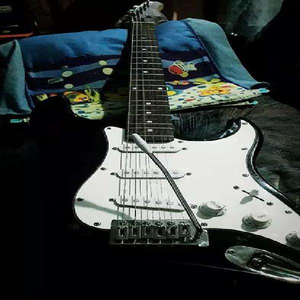 Vendo guitarra eléctrica + amplificador
