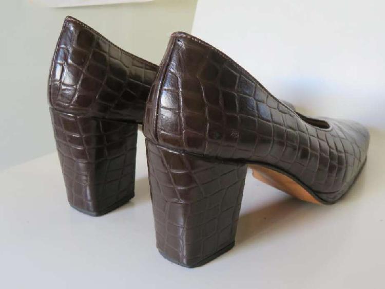 Zapatos clásicos, cuero símil cocodrilo