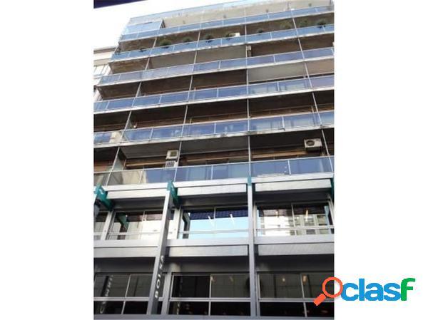 Excelente oficina al frente c/ balcon. seguridad 24hs. plaza san martín