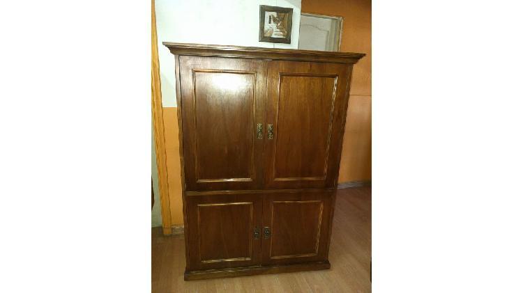 Vendo mueble rack tv. de 4 puertas. grande. nalo.