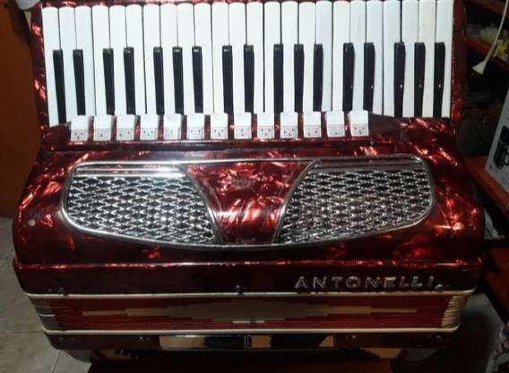 Acordeón a piano 120 bajos marca antonelli