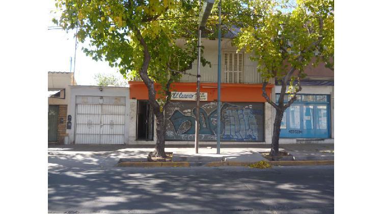 Casa cercana a la plaza godoy cruz