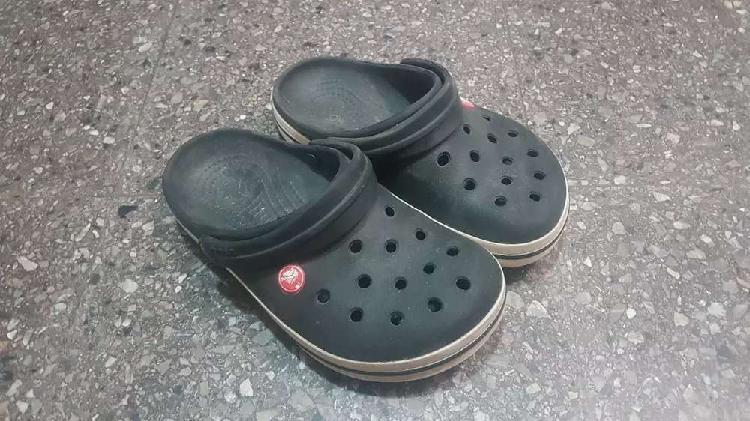 Crocs originales niño / niña talle 34/35 (4 6).