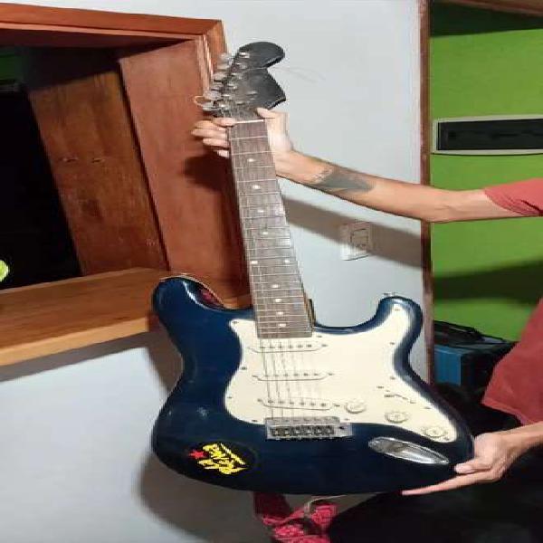 Guitarra eléctrica stratocaster mirrs