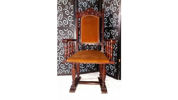 Vendo sillón estilo español. antiguo. nalo.
