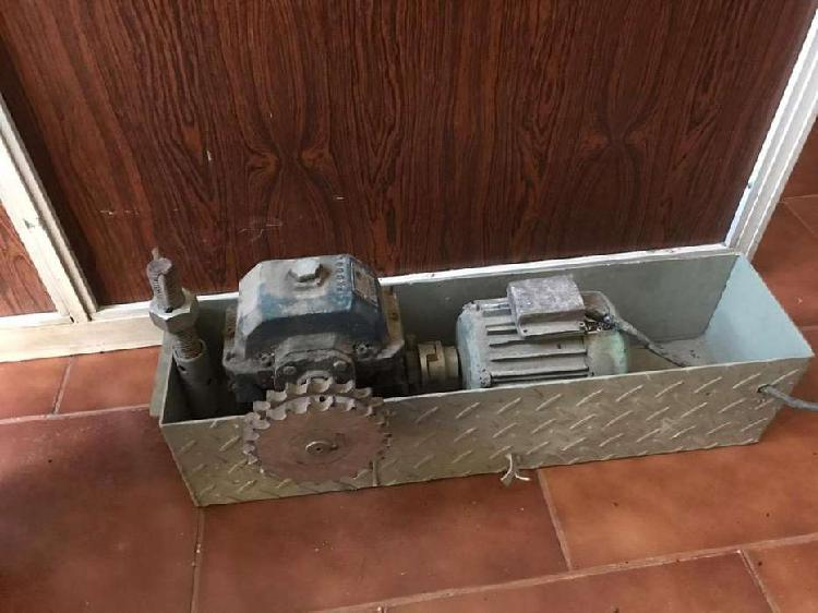 Caja reductora 1/30 con motor trifasico 1/2hp