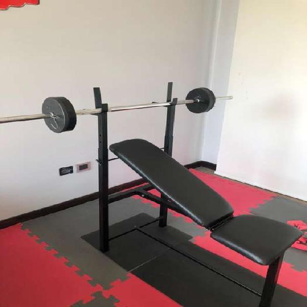 Combo gym (banco multiangular, barra, pisos de goma y