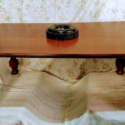 Mesa ratona de madera enchapada