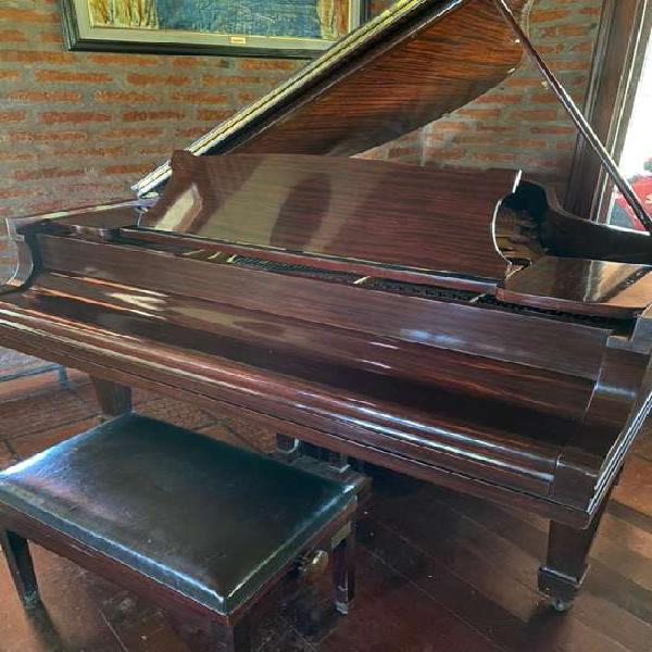 Piano steinway sons