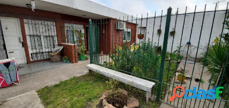 Casa ph 3 ambientes en barrio las avenidas