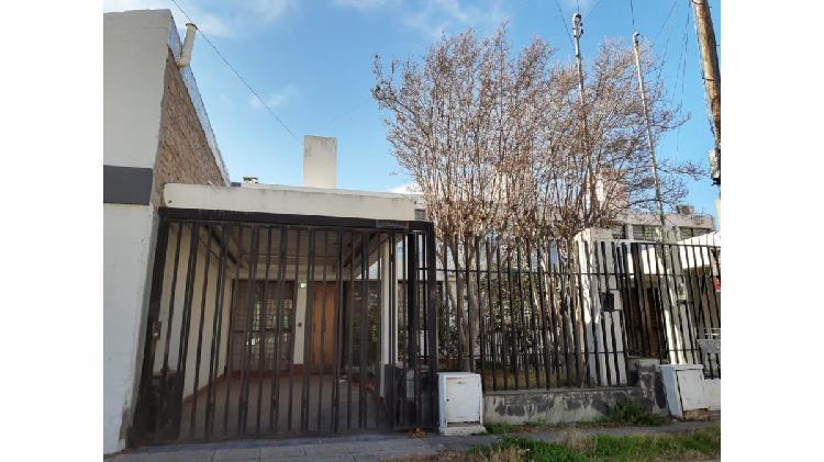 Casa 3 dormitorio con departamento / b° fuchs calle
