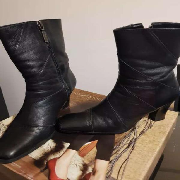 Botas de cuero negras lady stork originales.