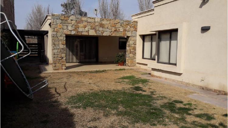 Casa 4 dormitorios / barrio lago del torreón / maipú