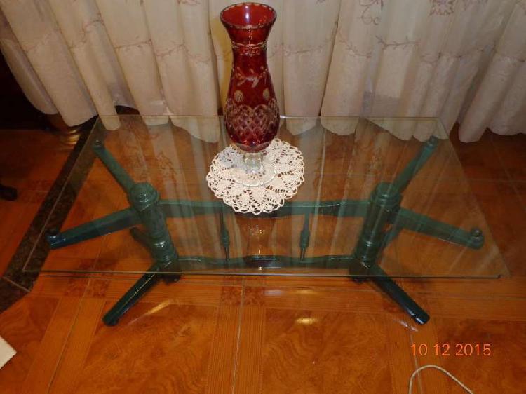 Mesa ratona de madera y vidrio