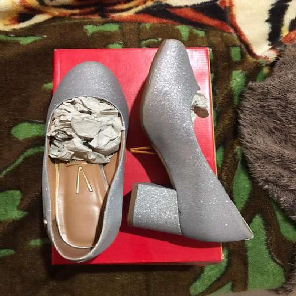 Zapato de vestir con taco cuadrado