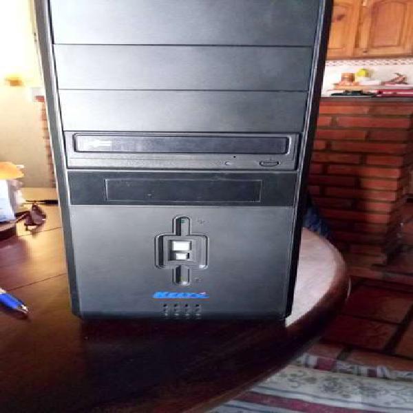 Cpu sin disco duro, 3 gb de memoria , placa de sonido,