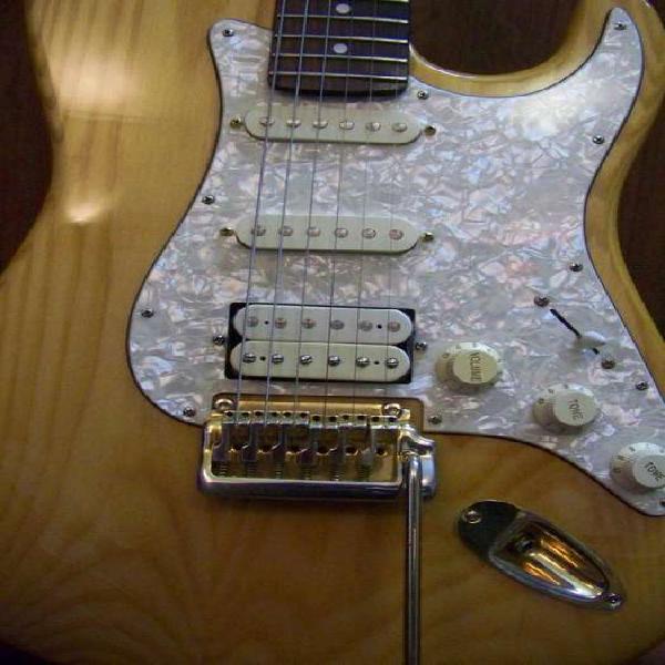 Guitarra stratocaster denver , excelente o permuto
