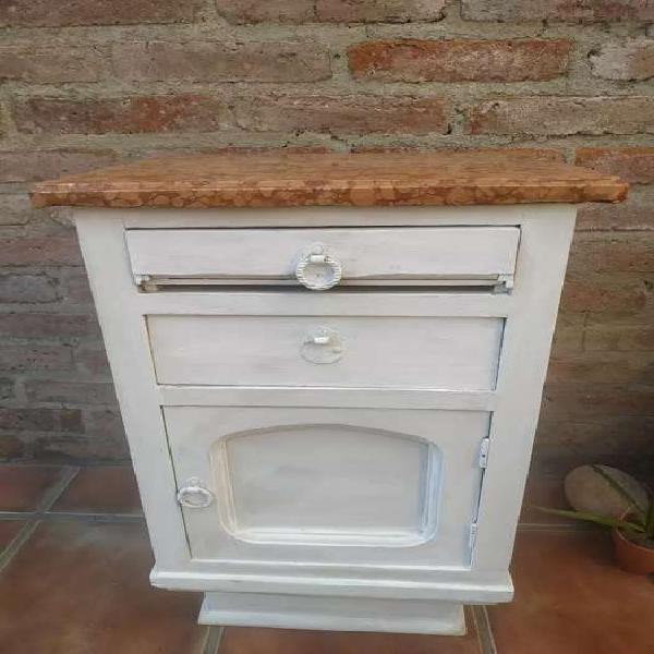 Mesa de madera con tapa de marmol