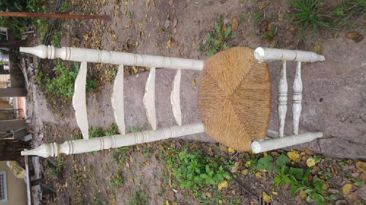 Antigua silla de madera y paja de los años 60