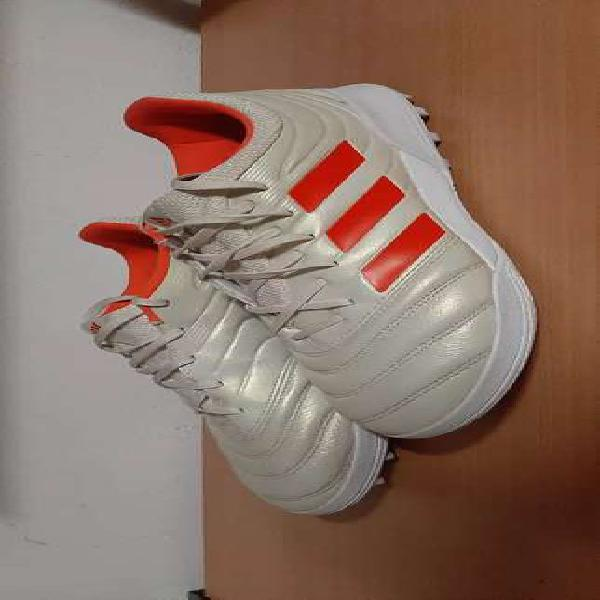 Botines de fútbol adidas