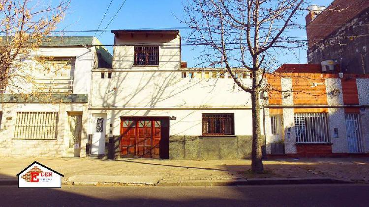 Casa en venta · 2 dormitorios · cochera · zeballos al