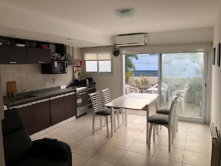 Departamento 2 ambientes con terraza y cochera. zona chauvin