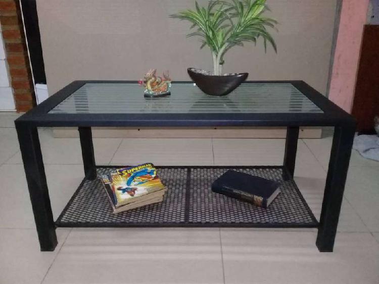 Mesa ratona de hierro con vidrio y revistero nueva