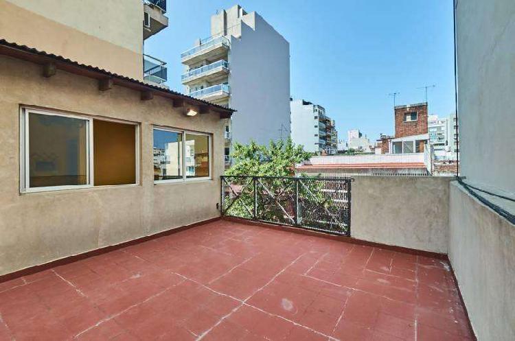 Ph en venta en villa crespo de 5 ambientes. patio, quincho y