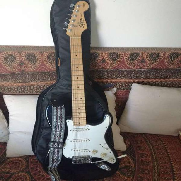 Guitarra squier by fender stratocaster california series. la