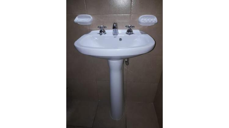 Vendo bacha lavamanos roca capea italiana loza blanca