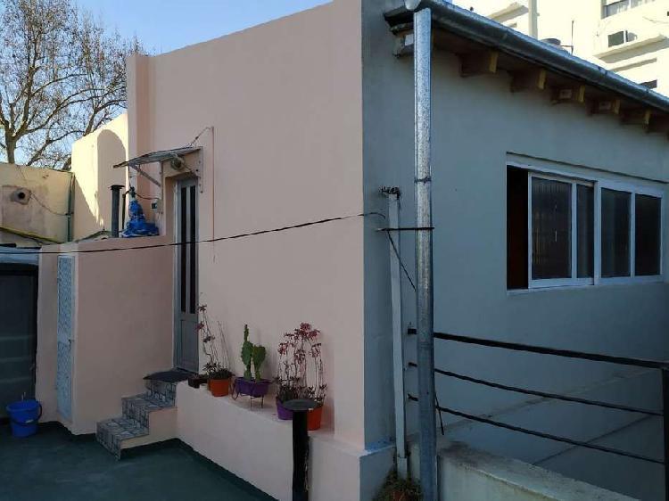 Alquiler depto pasillo 2 dormitorios en planta alta- juan b