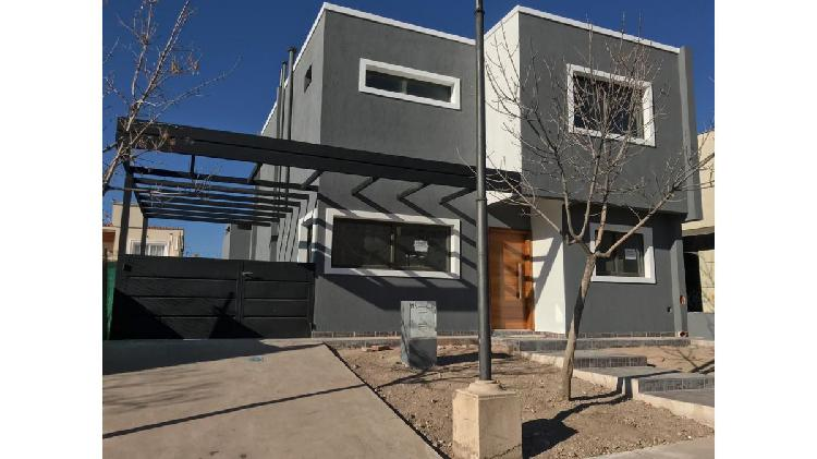 Se vende casa en b° privado solanas de san telmo