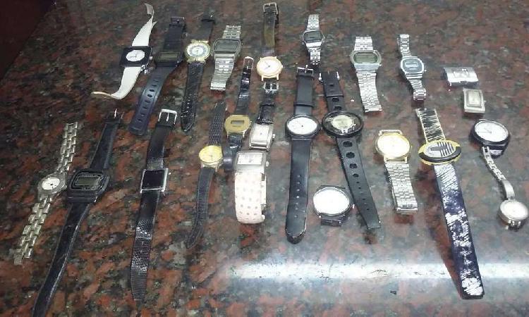 Liquido relojes de diferentes marcas