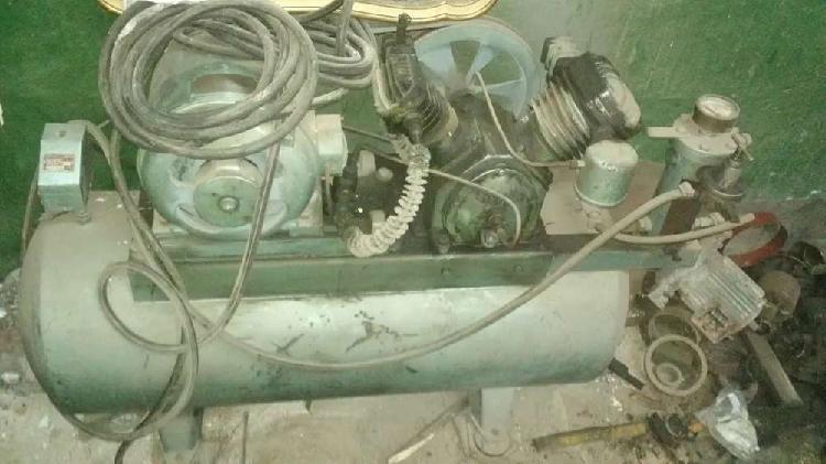 Compresor industrial 300 litros entrada y salida super