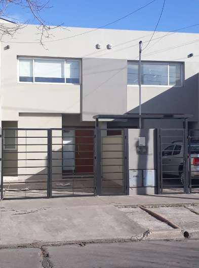 Duplex 3 ambientes con patio y cochera