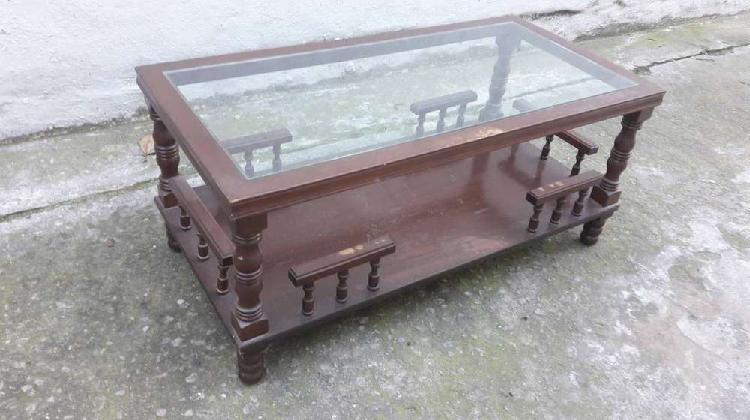 Hermosa mesa ratona torneada doble plano en vidrio 4000$