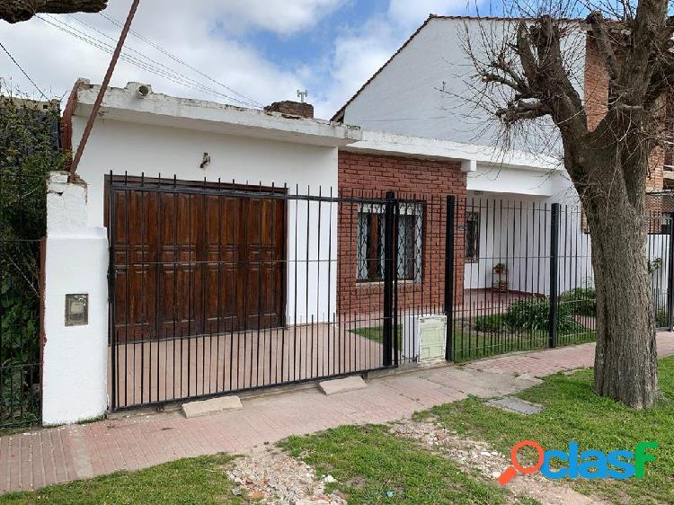 En venta casa 4 amb con parque y garage