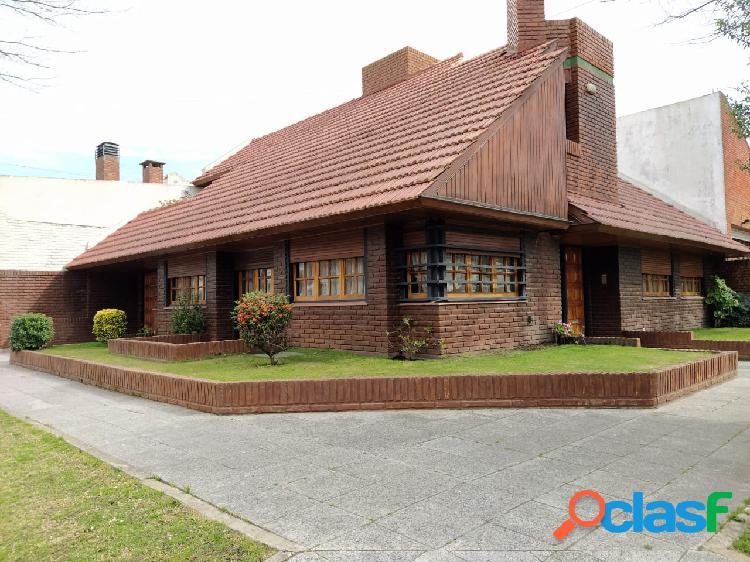 Oportunidad!! impecable chalet 4 amb c/ cochera patio y terraza