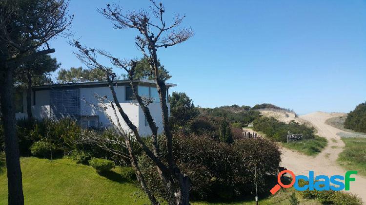 Espectacular casa de diseño. a pasos del mar. cariló